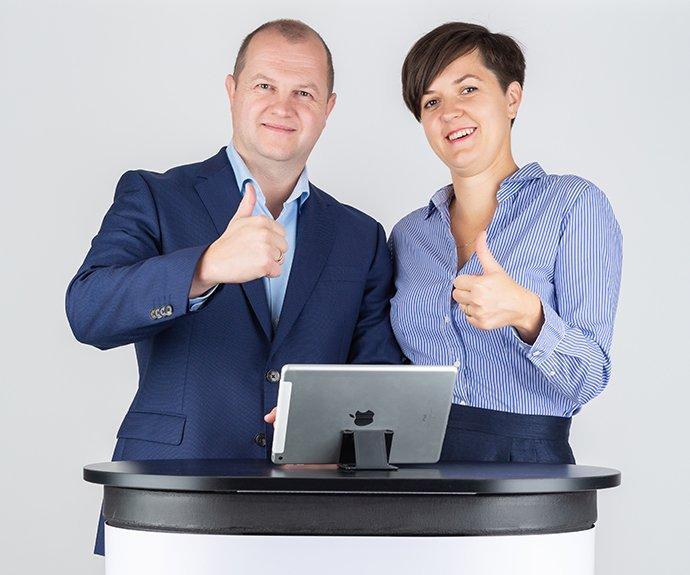 Erika és Ernő. A Webrakéta Kft projekt menedzsere és a vezetője